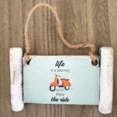 """ΠΕΤΡΙΝΗ ΜΙΚΡΗ ΠΙΝΑΚΙΔΑ ΚΡΕΜΑΣΤΗ ΒΕΣΠΑ """"LIFE IS A JOURNEY"""" - ΚΩΔ:0/123-RN"""