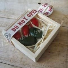 """ΜΠΟΜΠΟΝΙΕΡΑ ΞΥΛΙΝΟ ΚΟΥΤΑΚΙ """"DO NOT OPEN UNTIL CHRISTMAS"""" - ΚΩΔ:MPO-6289"""